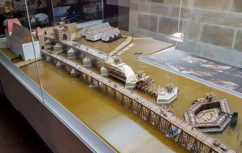 Макет строительства моста