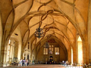 Архитектура Праги. Период с середины XIII до середины XVI вв. Готика.