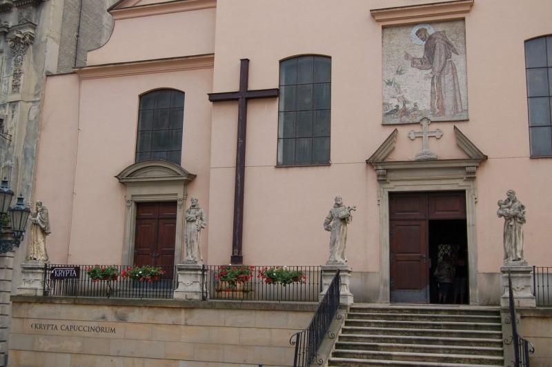 Вход в церковь