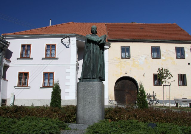 Памятник Яну Гусу в городе Гусинец