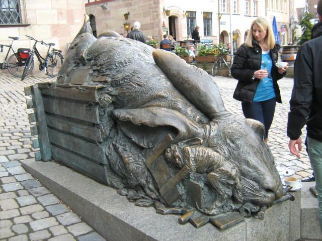 Скульптура гигантского зайца