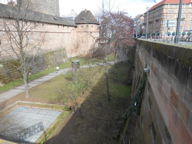Городская стена и ров