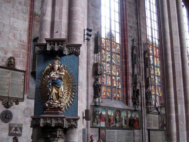 Внутреннее убранство церкви Св. Себальда