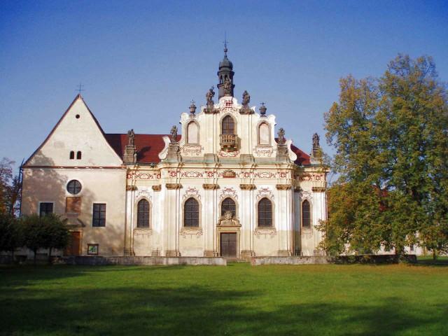 Церковь Св. Анны в Мнихово-Градиште (Kostel sv.Anny v Mnichově Hradišti), где захоронены останки Альбрехта фон Валленштейна