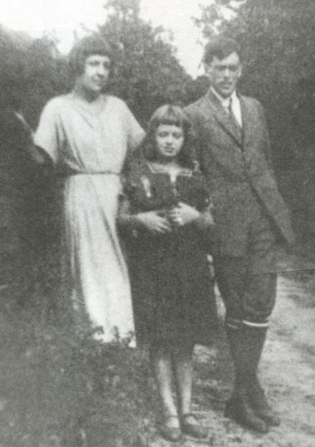 Марина Цветаева, Аля, Сергей Эфрон. Чехия, 1925г.