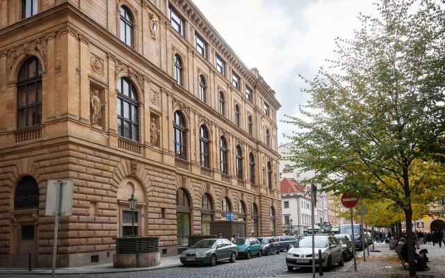 Чешская сберкасса (Česká spořitelna)