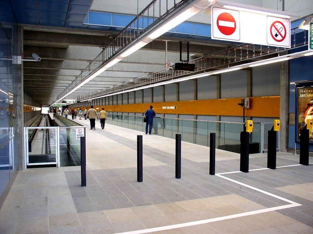 Вход в Пражское метро