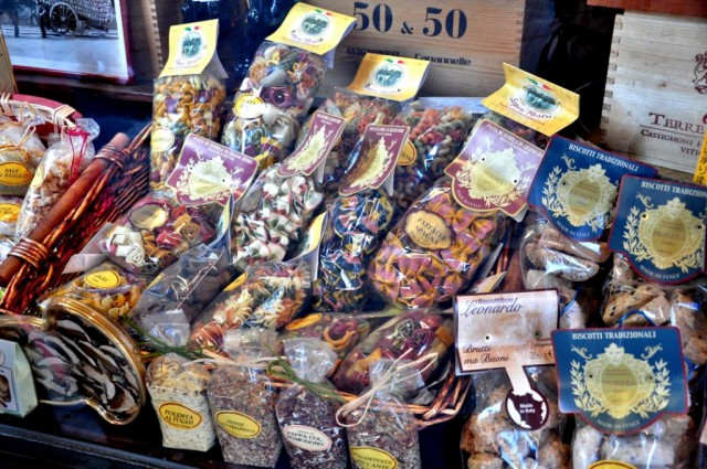 Сувениры - макароны, специи, печенье