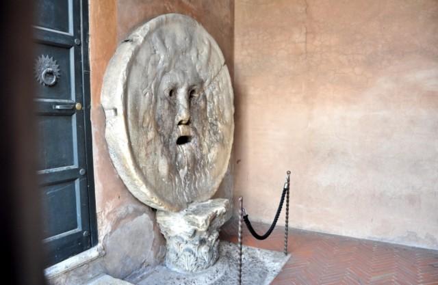 Уста Истины - каменная плина в церкви Санта Мария ин Космедин
