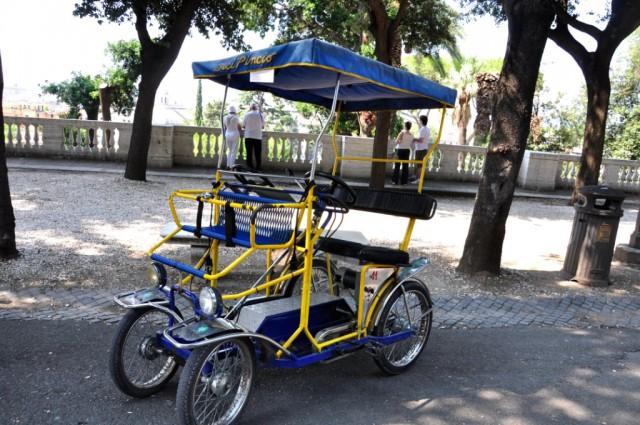 Велорикши на Вилле Боргезе можно брать напрокат