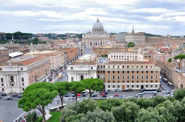 Вид на Ватикан с верхней площадки Замка Ангела