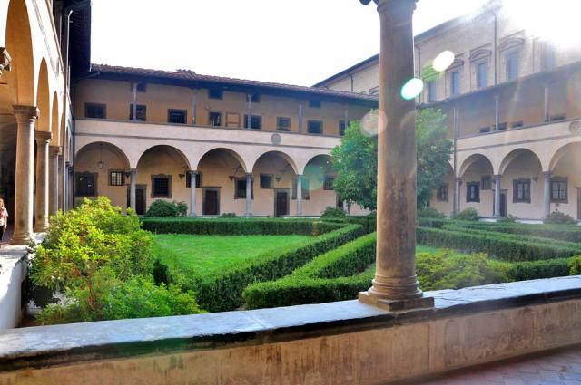 Библиотека Лауренциана. Построена в 1524 году по проекту Микеланджело. Род Медичи сделал неоценимый вклад в развитие библиотеки