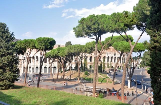 Вид на Колизей с Форума