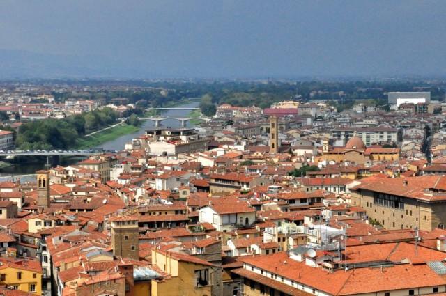Вид на Флоренцию и реку Арно с башни Палаццо Веккьо