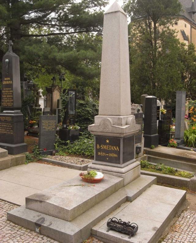 Могила  Сметаны на Вышеградском кладбище