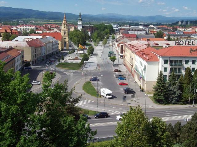 Словакия, Зволен. Вид на площадь SNP со стены замка.