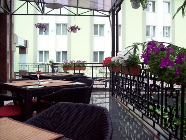Украина, Кременчуг. Терраса в гостинице.