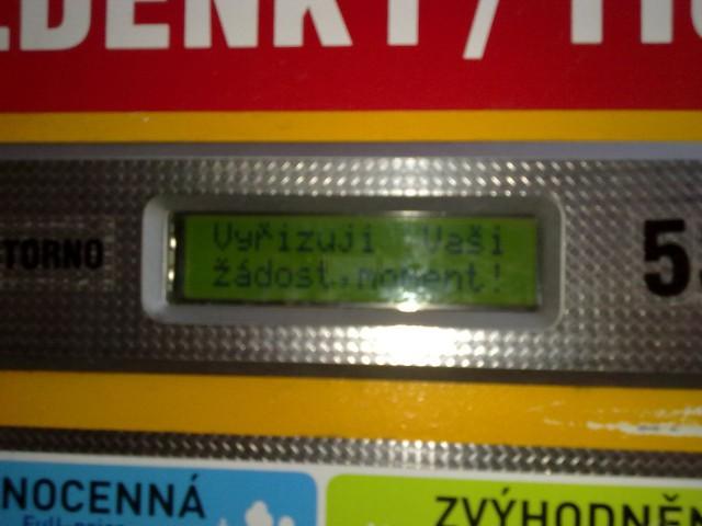 Появляется в окошке надпись: vyřizuji Vaši žadost (обработка вашего запроса)