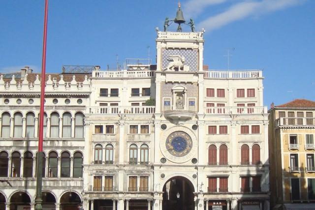 Венеция, в центре Часовая башня