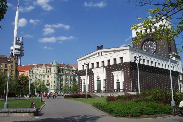 Площадь Иржи-из-Подебрад (Jiřího z Poděbrad)