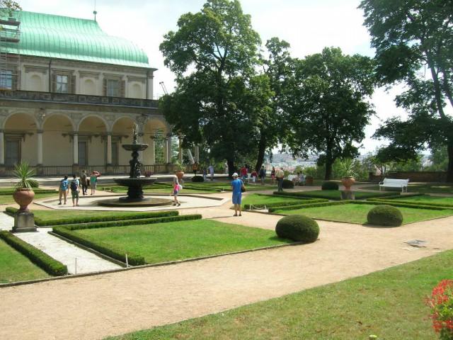 Королевский сад и летний дворец Бельведер