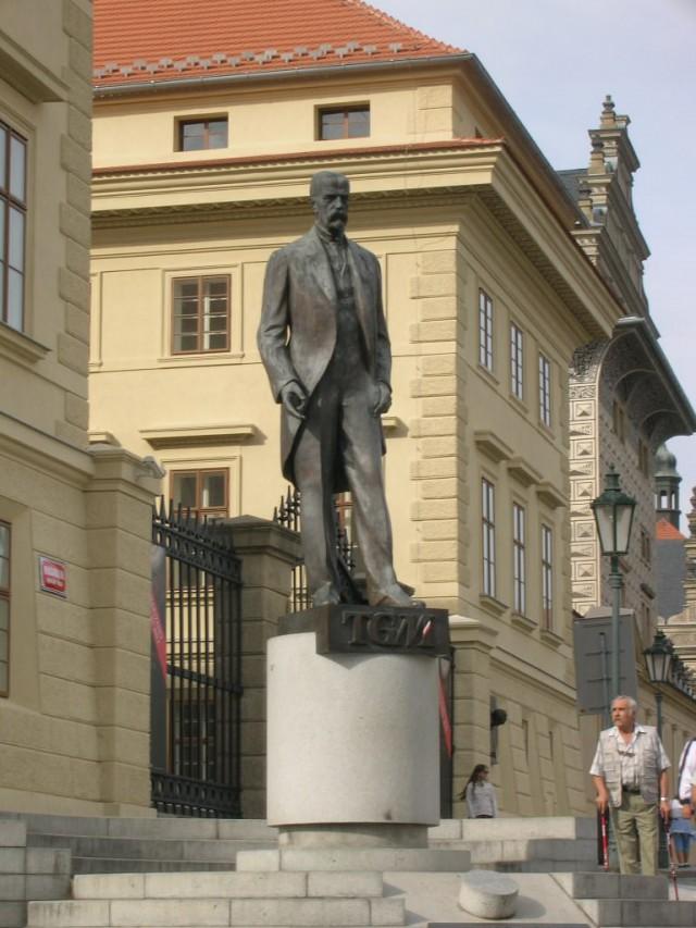 Памятник первому президенту независимой Чехословакии – Томашу Гарригу Масарику.
