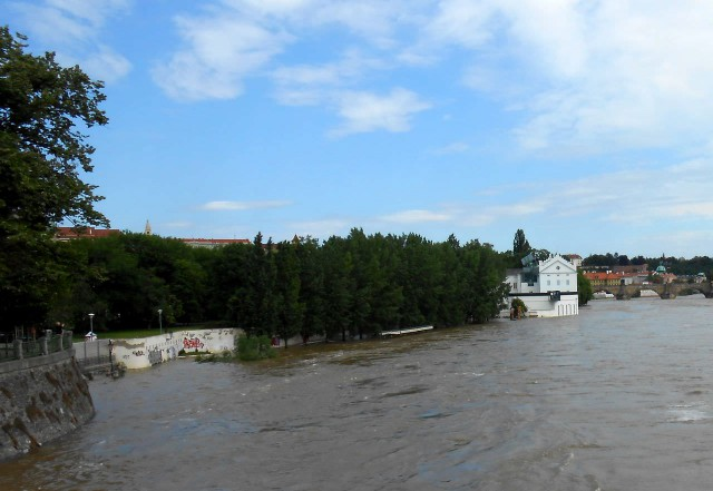 Вода отступает от Кампы 05.06.2013