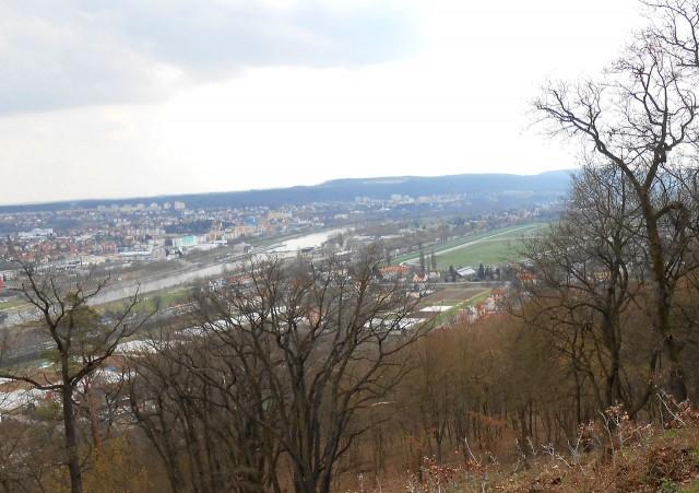 Район Прага-12   в апреле