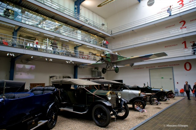 Выставка Транспорт. 4 этажа различной техники