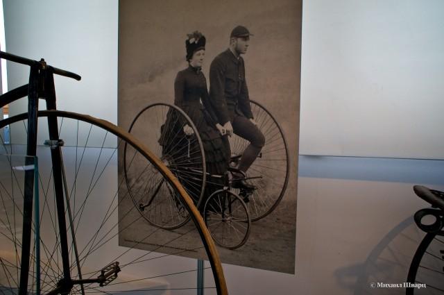 Необычный трехколесный велосипед на двоих