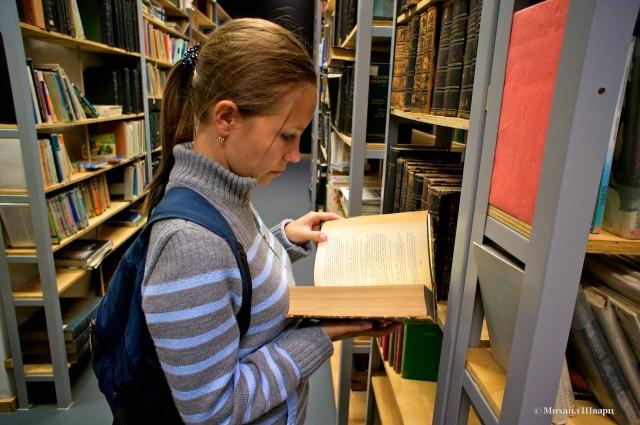 При выставке есть маленькая библиотека