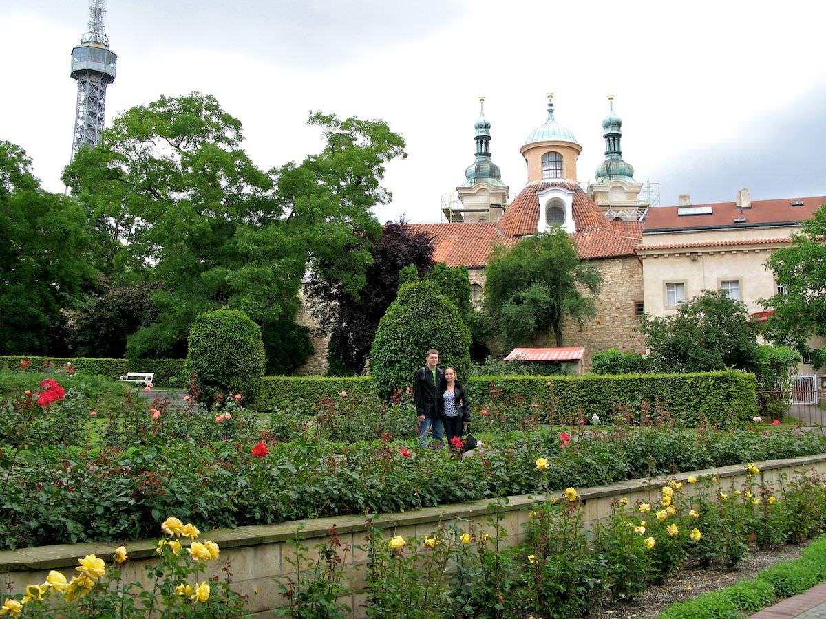Розовый сад, прогулка по Петршинскому холму