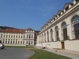 Михнов дворец