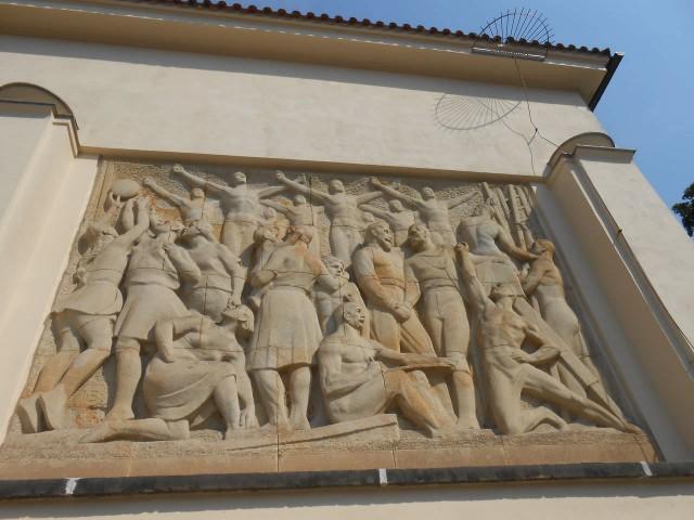 Барельеф на стене Дворца