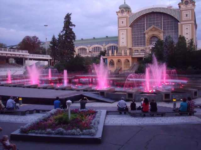 Промышленный дворец и Кржижиковы фонтаны