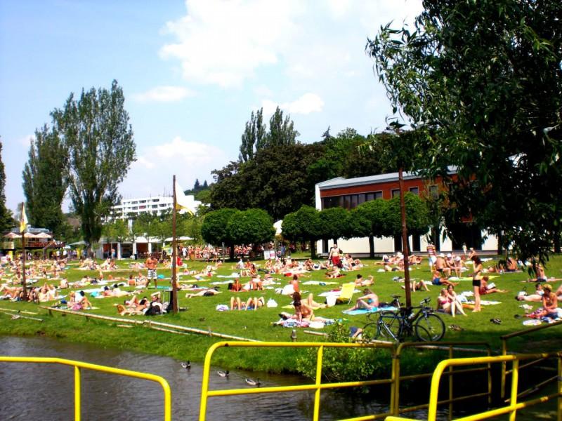 Желтый курорт (Žluté lázně), набережная Подоли (Podolské nábřeží)