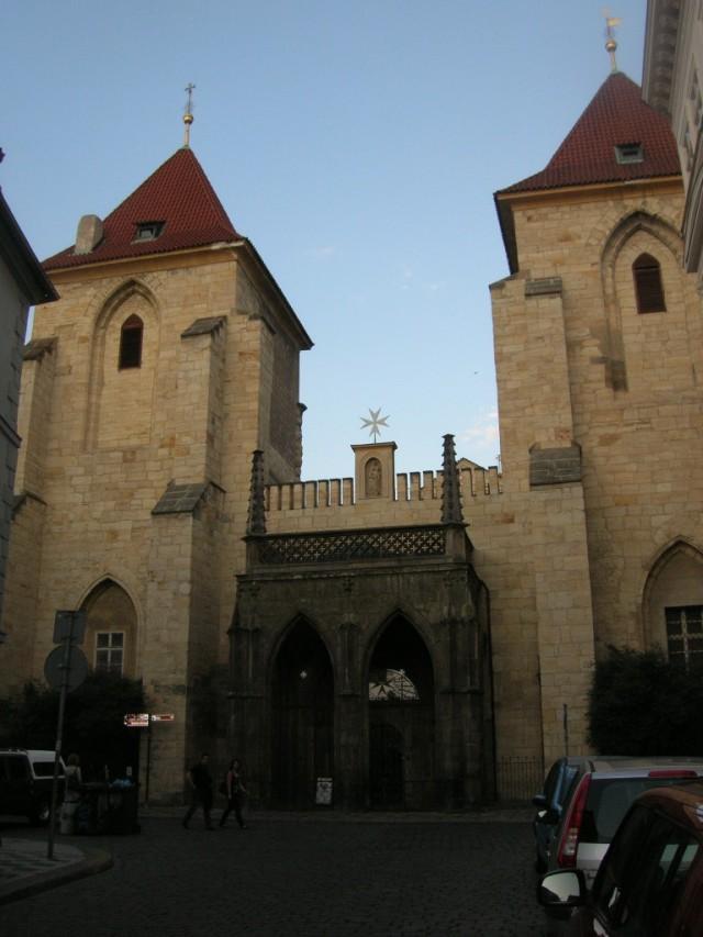 Храм Девы Марии под цепью