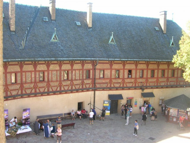 Главный внутренний двор замка Карлштейн
