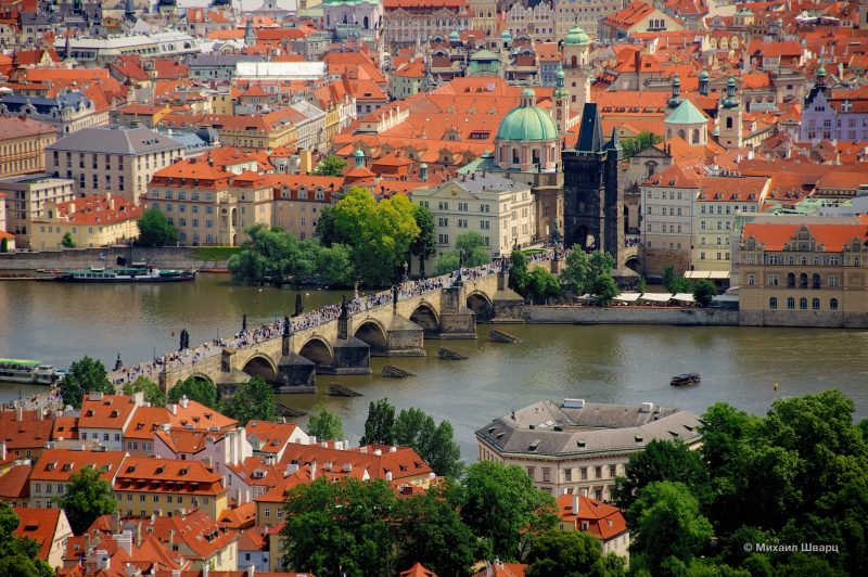 Карлов мост и вид на старый город
