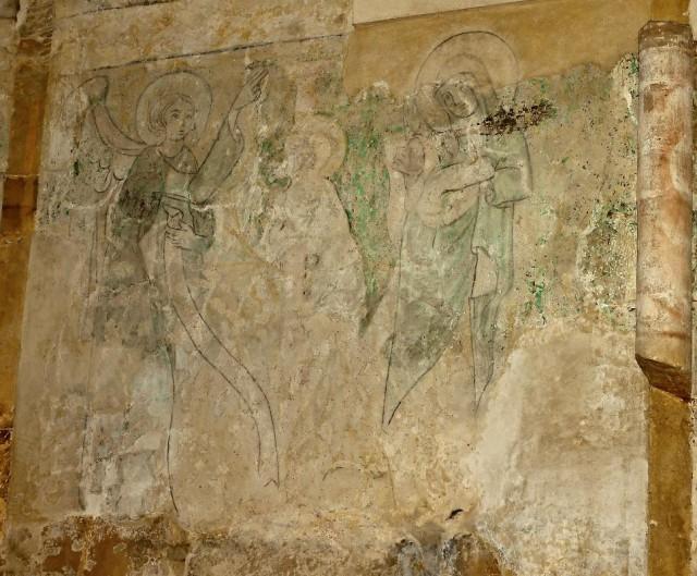 На стенах часовни сохранились старинные картины