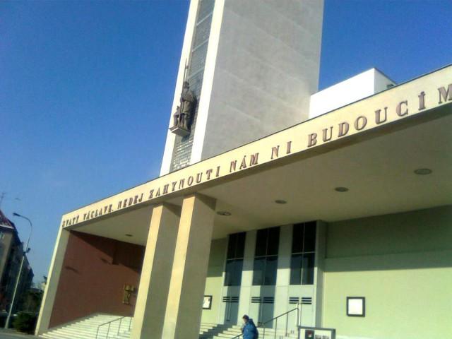 Изречение из Святовацлавского хорала над входом