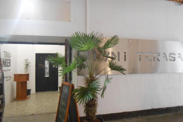 Вход в лифт до  террасы