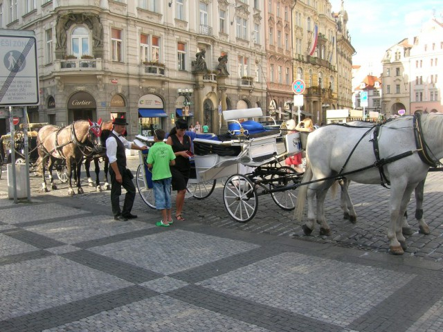 Стоянка конных экипажей на Староместской площади