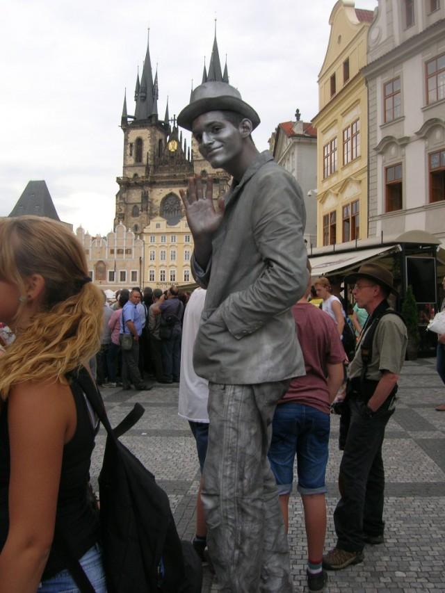 Еще одна «живая статуя»