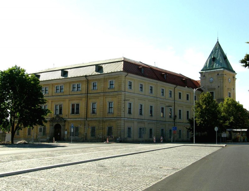 Замок Остров (Zámek Ostrov)