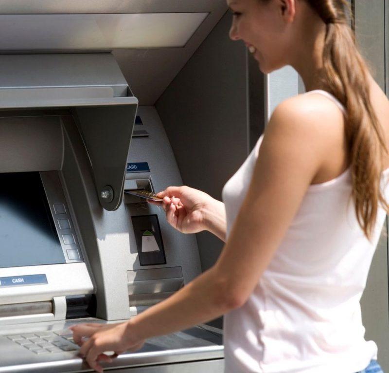 Получение чешских крон в банкомате
