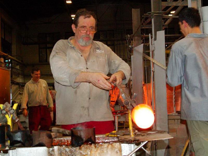 Изготовление стеклянного изделия вручную