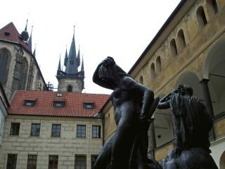 Тынский двор или Унгельт – старинная купеческая крепость в Праге