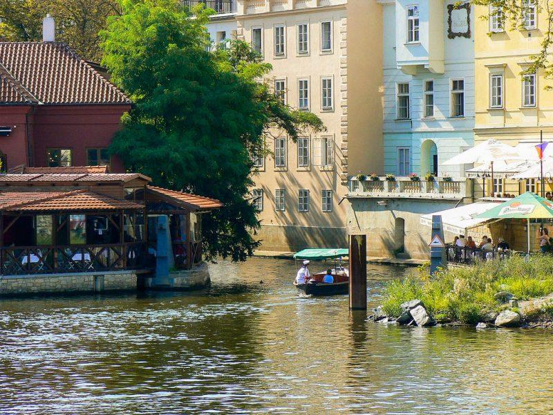 Вид на канал Чертовка и ресторан Чертовка