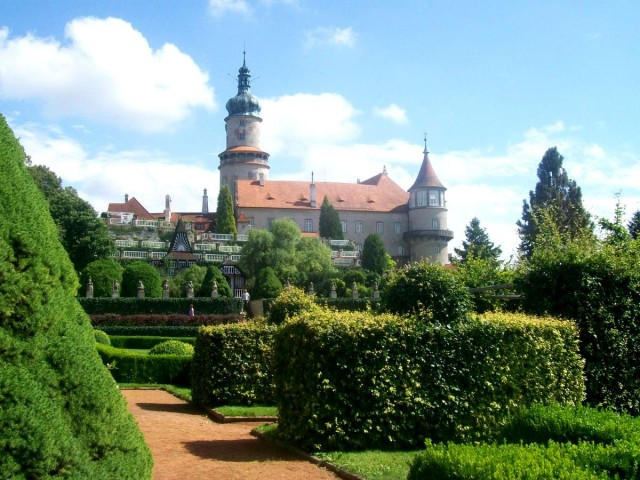 Замок Нове Место над Метуйи (Zámek Nové Město nad Metují)